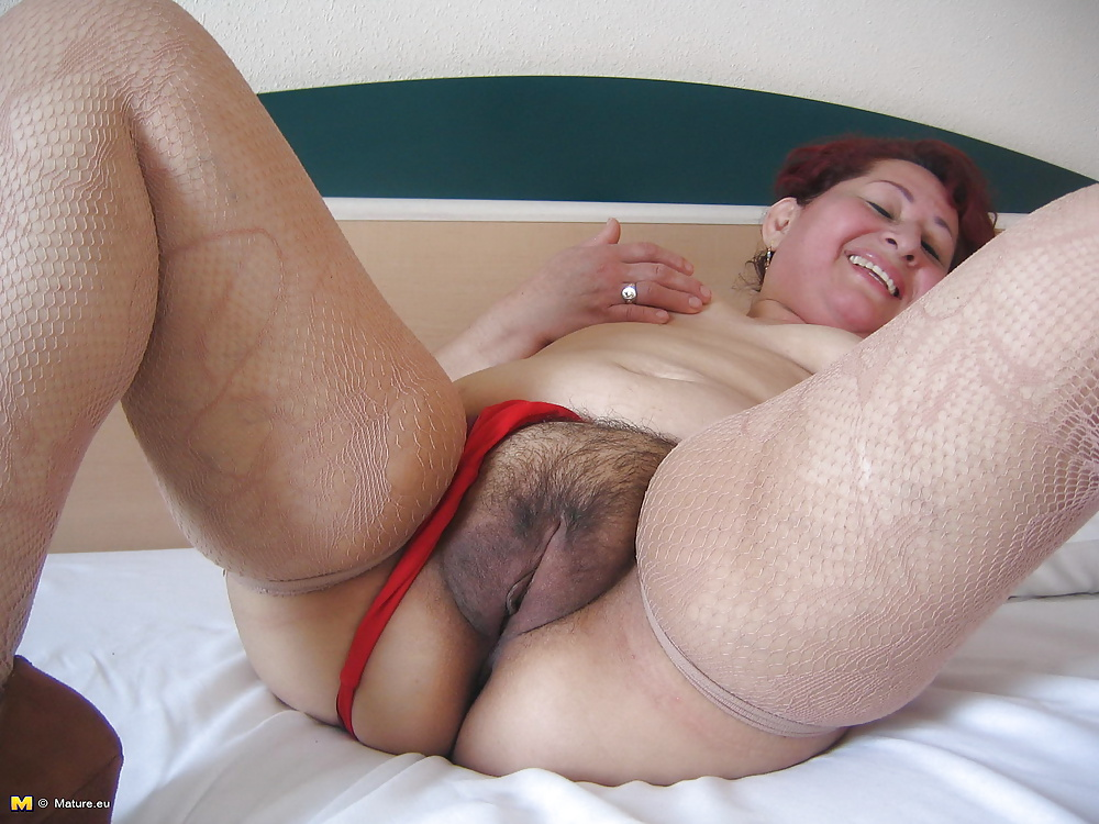 Amateur mom loves her dildo and shows off her dancing skills 8